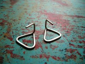little-triangle-urban-earrings-closeup