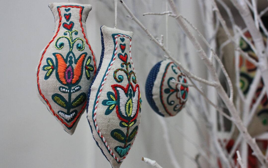 Embroidered Christmas Decorations from Prints Charming